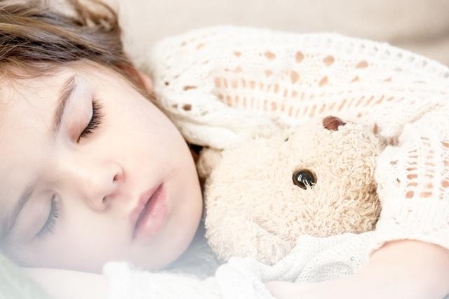 Nocny lęk separacyjny u dzieci - jak sobie z poradzić?