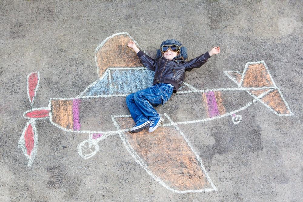 Gry i zabawy dla dzieci - malowanie kredą