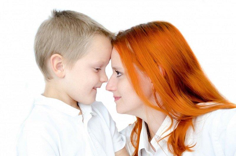 Rudowłosa mama z dzieckiem